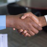 Grandes empresas exigem certificação ISO 9001 de seus fornecedores