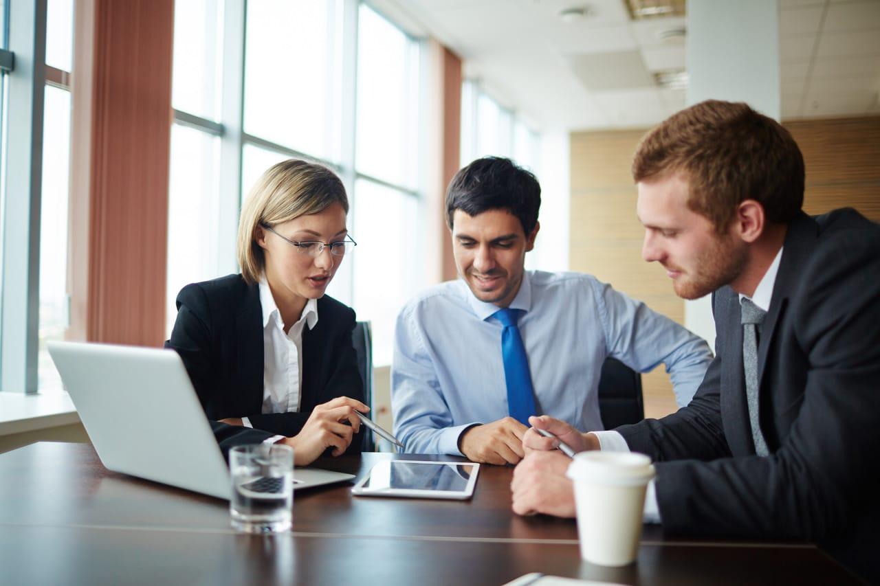 Por quantos auditores deve ser formada a equipe de auditoria?